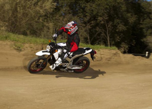 Zero DS 2011, rounding corner on dirt track
