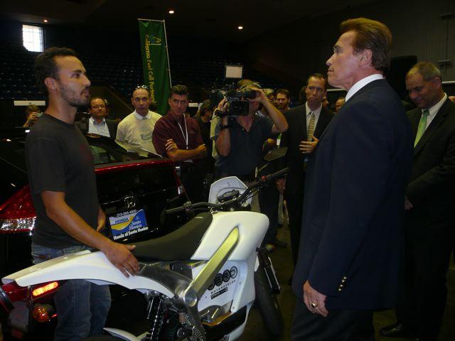 Governor Schwarzenegger views the Zero S