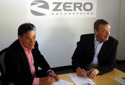 Coast to Coast eMobility Initiative Director Dr. Peter van Deventer (left) signs cooperation agreement with Richard Walker (right), CEO - Zero Motorcycles